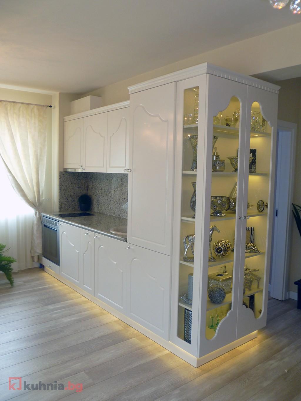 Малка права кухня в бяло