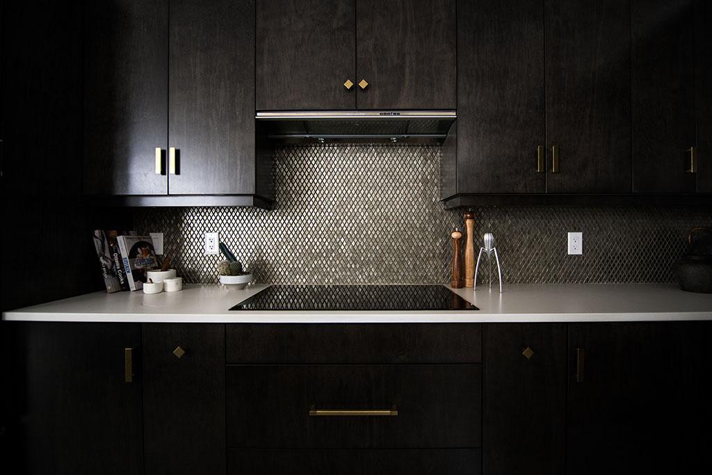 тъмен гръб на кухня