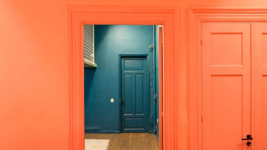 5 интересни интериора, използващи цвета на 2019 на Pantone