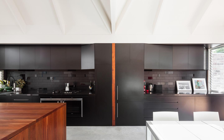Къща в Сидни привлича вниманието с интересен мансарден покрив