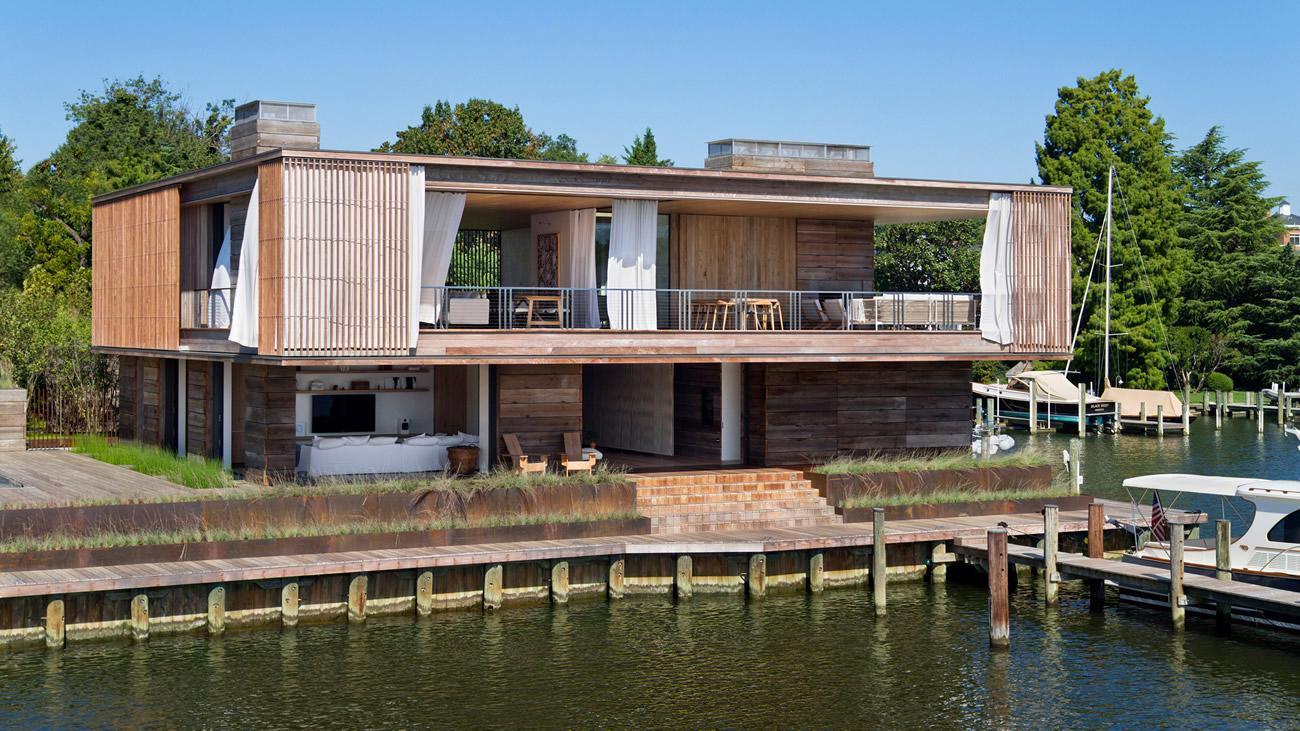 Къща от дърво е проектирана с тераси и балкони в залива Чесапийк