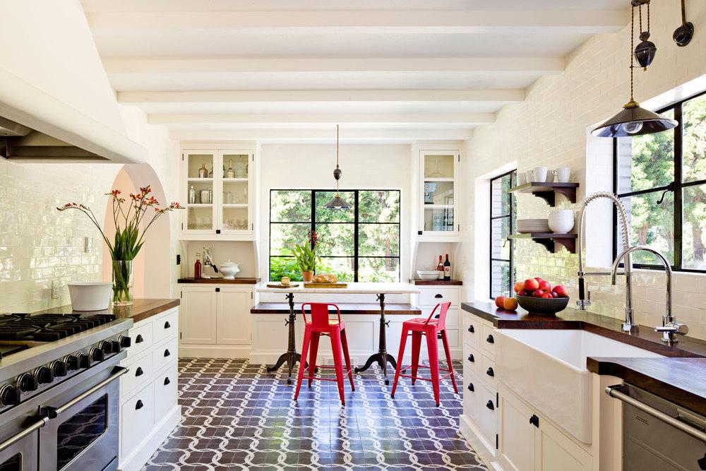 Средиземноморският стил в обзавеждането на кухни