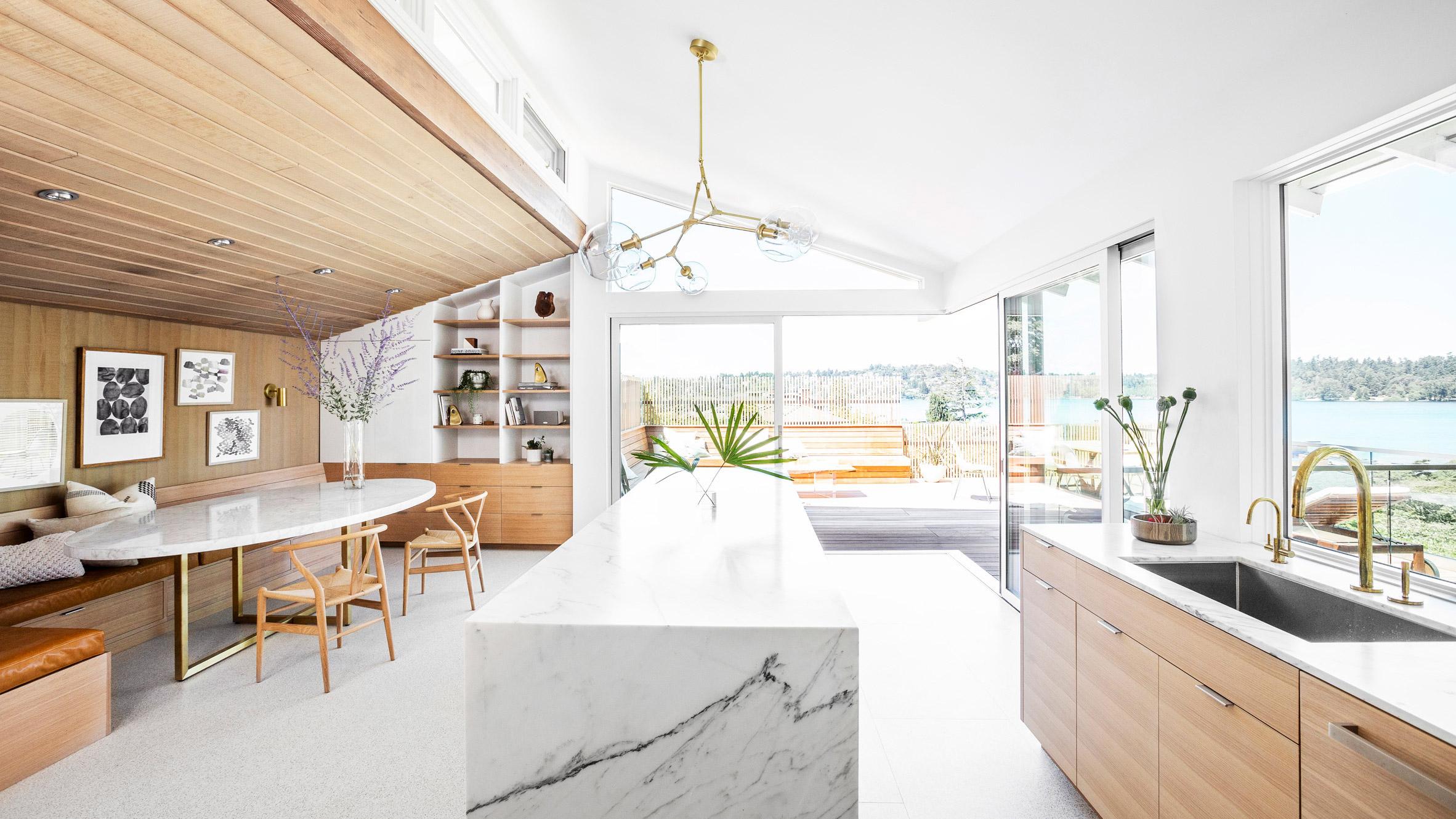 Реновация на къща от 60-те включва нова кухня и тераса