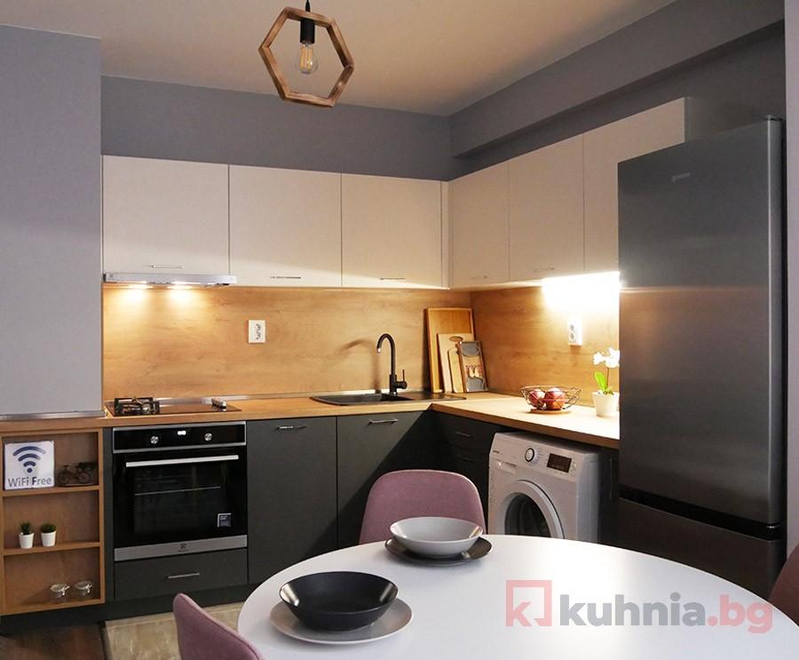 Създадохме компактна и функционална кухня в изчистен и семпъл стил