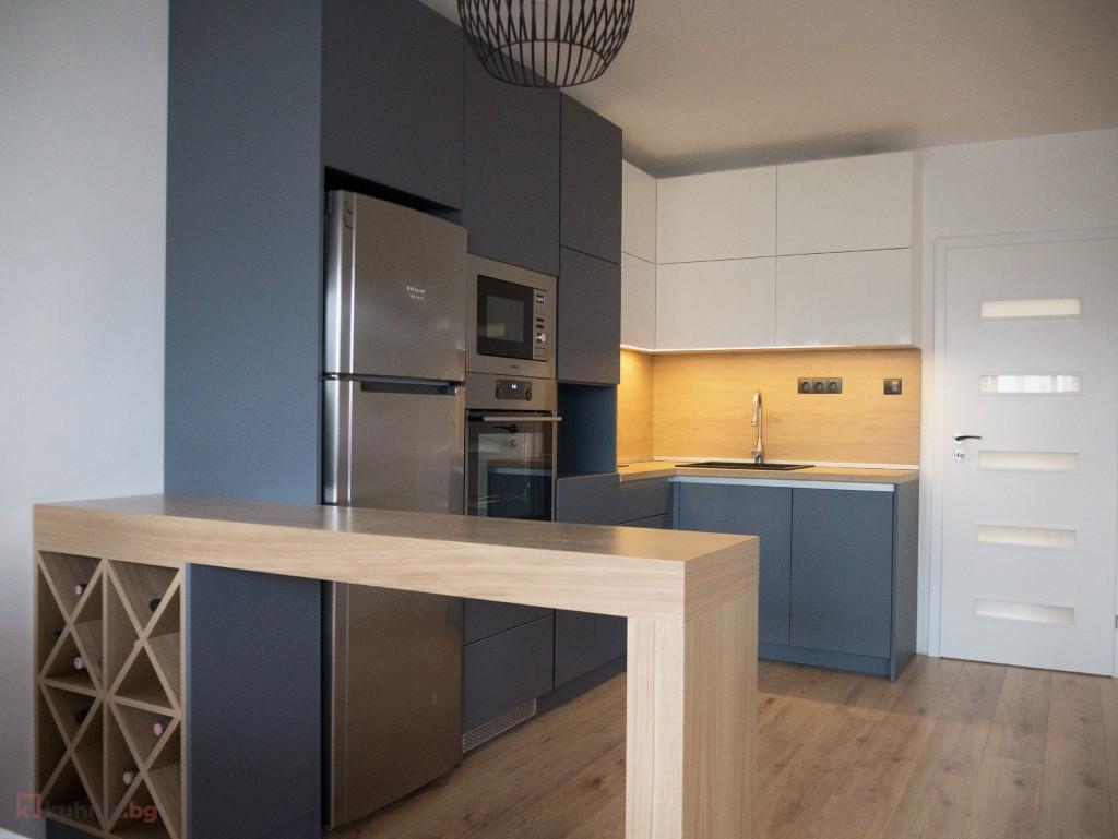 Кухня с комин или колона – пред какви предизвикателства ни изправиха нашите проекти